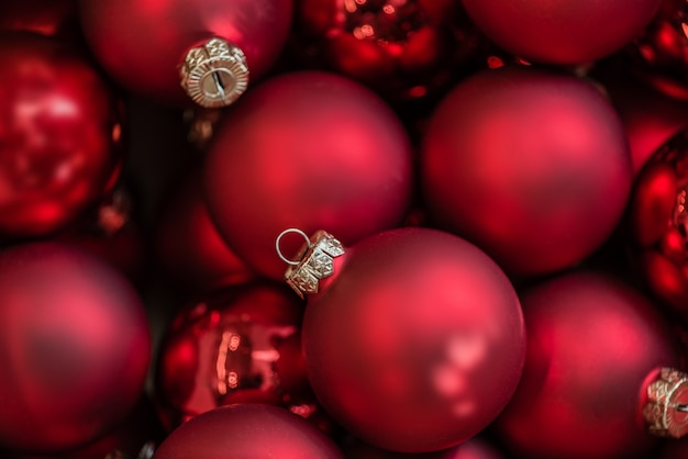 red christmas balls background premium photo