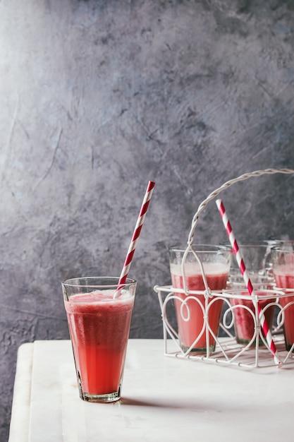 Red fruit cocktail Premium Photo