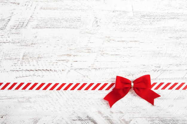 Red gift bow with ribbon Free Photo