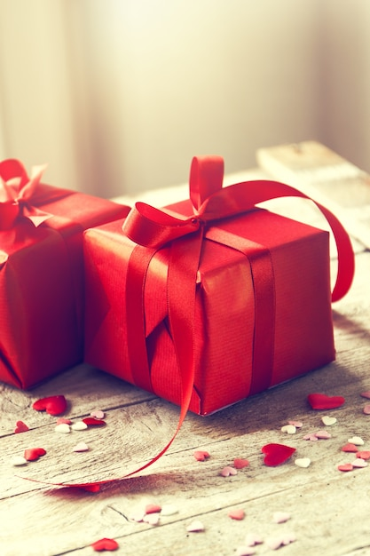 Red gifts with red bow on a table Premium Photo