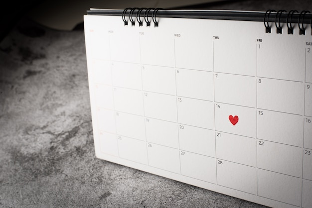 Red heart in february 14 on the calendar, valentine's day concept Free Photo