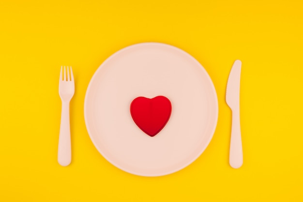 Red heart on serving table. romantic concept Premium Photo