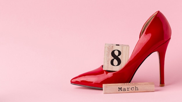 Red high heels with 8 march lettering Premium Photo