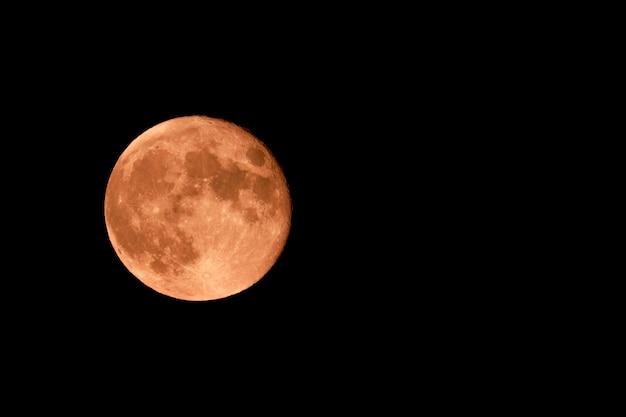 赤い月と星と黒い空 Premium写真