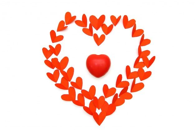 Красная резина бумаги и сердца в форме сердца в белой предпосылке, концепции дня валентинки. Premium Фотографии