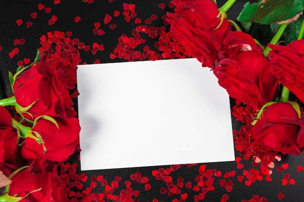 Red rose and blank gift card for text Premium Photo