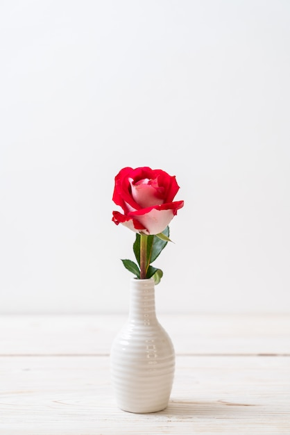 Red rose on wood Premium Photo