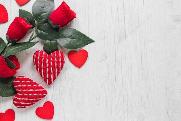 Красные розы и милые сердца Бесплатные Фотографии