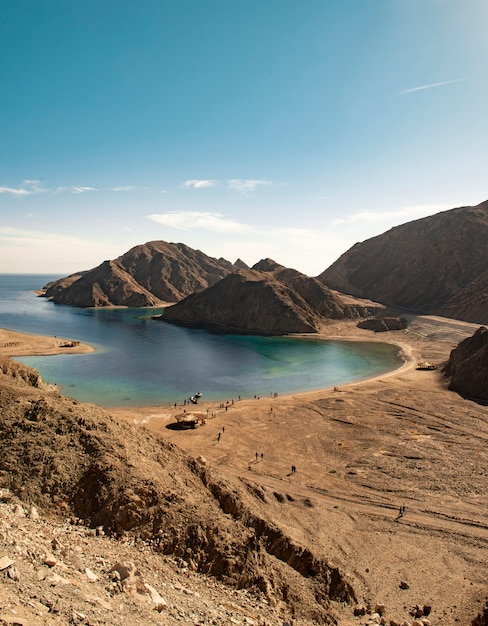 Red sea water and sinai mountains Premium Photo