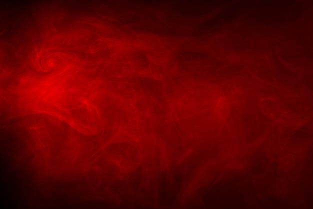 黒の背景に赤い煙テクスチャ Premium写真