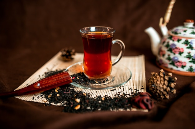 Red tea in the cup of the glass Premium Photo