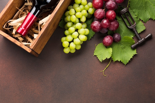 Red and white grapes for cased wine Free Photo