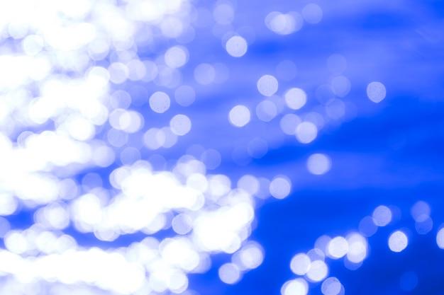 Reflection light on blue sea defocused abstract lights. bokeh lights. Premium Photo