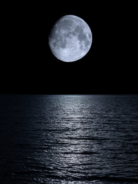 Reflection of the moon over the calm sea Premium Photo