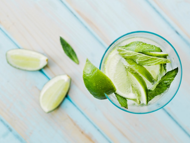 Refreshing cocktail with lime and mint Free Photo