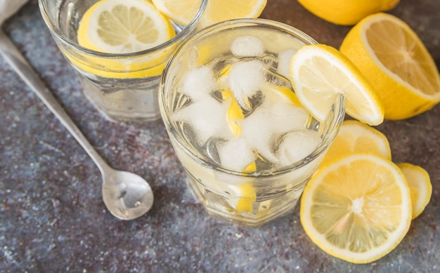 Refreshing drink with lemon and ice Free Photo