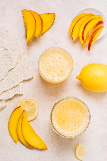 Refreshing smoothies with lemons and mango Free Photo