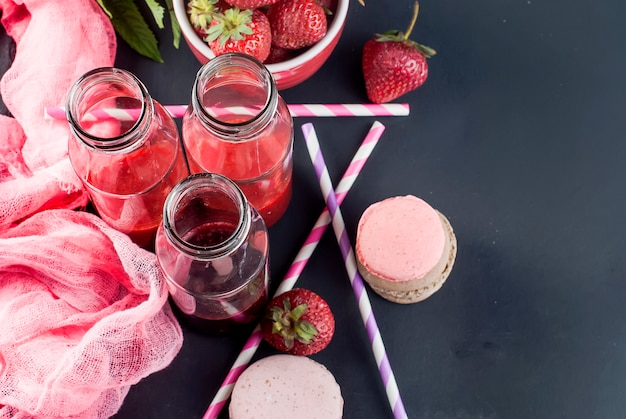 Refreshing strawberry and blueberry smoothies Premium Photo