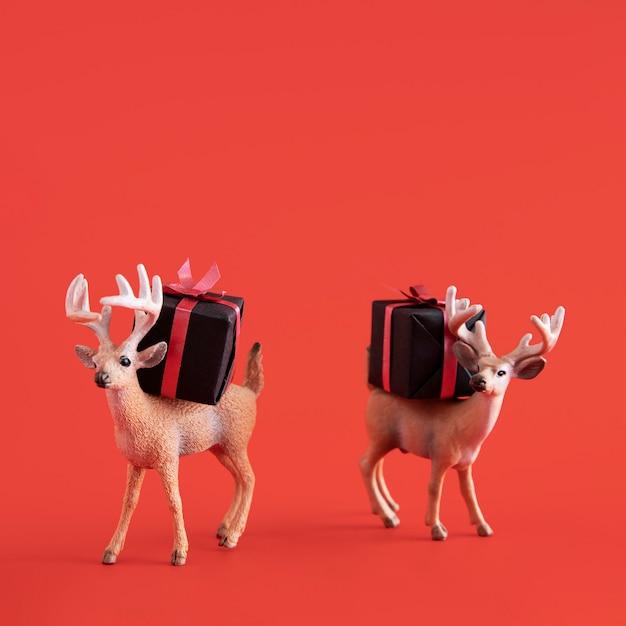 선물 상자가있는 순록 장난감 무료 사진