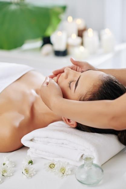 Rejuvenating face massage Premium Photo