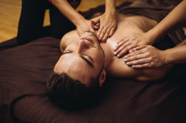 https://image.freepik.com/free-photo/relax-tantric-massage-man-four-hands-using-aromatherapy-oils_133748-716.jpg