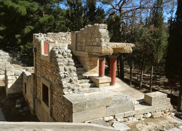 The remains of ancient archaeological site of knossos, heraklion, crete island of greece Premium Photo