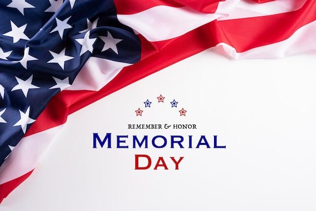 С днем памяти. американские флаги с текстом remember & honor Premium Фотографии