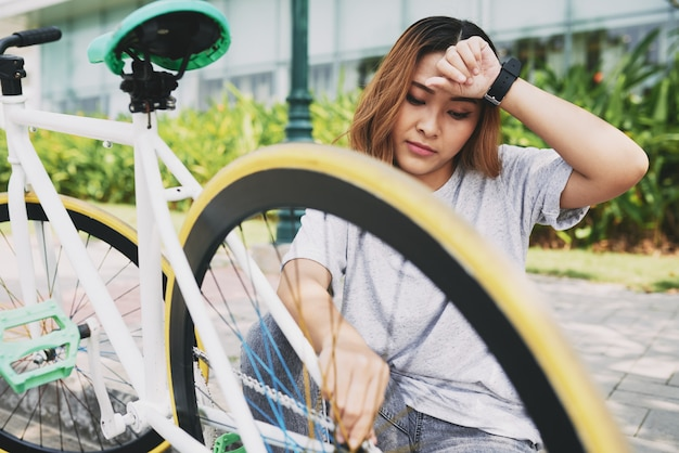 Repairing bicycle Free Photo