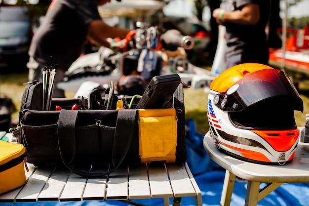 Repairing kit with protective helmet Free Photo