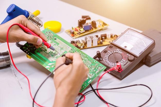 Repairs electronics manufacturing services  Photo   Premium