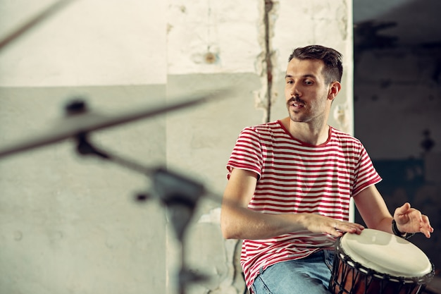 Repetition of rock music band. drummer behind the drum set. Free Photo