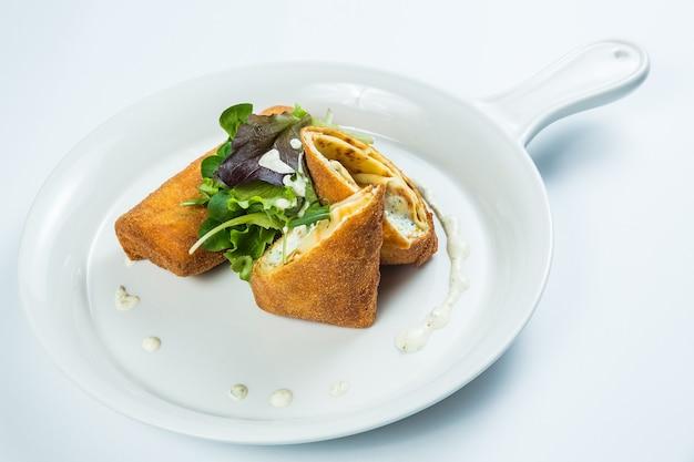 テイクアウトボックスでのレストランの健康的な食品配達 無料写真