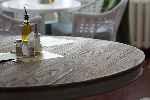 Restaurant interior. pepper and salt on the table. Premium Photo
