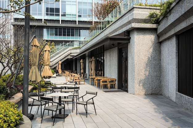 Restaurant with tables and chairs in the street Free Photo