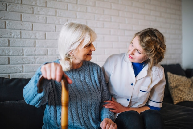Retirement home concept with nurse Free Photo