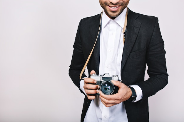 Retro camera in hands of handsome guy in suit. leisure, travelling, journalist, photograph, hobbies, smiling, having fun. Free Photo