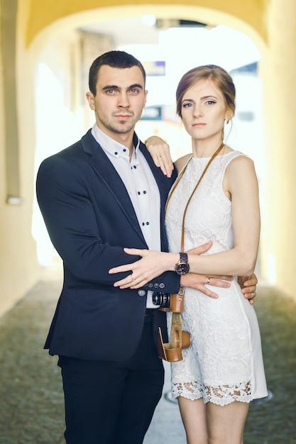 Retro couple standing Premium Photo