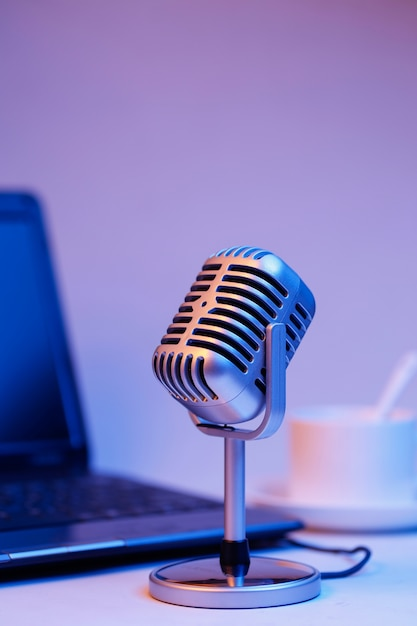 Retro microphone and notebook computer, live webcast on air concept Free Photo
