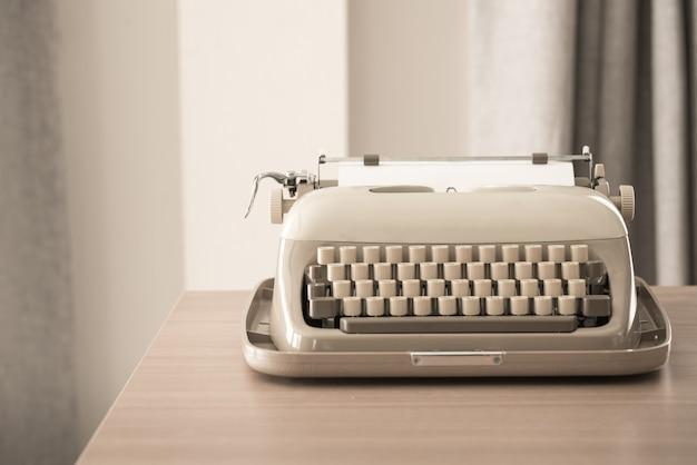 Retro style typewriter Premium Photo