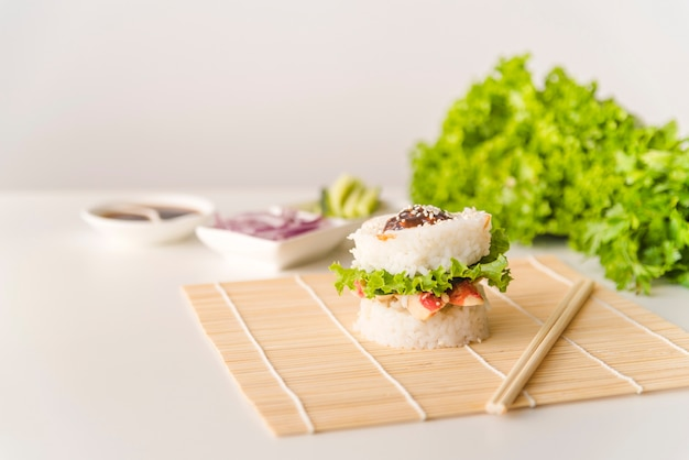 Rice ball with lettuce and seafood Free Photo