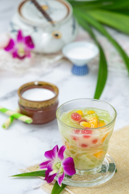 甘いココナッツミルクの米粉ゼリー。 無料写真