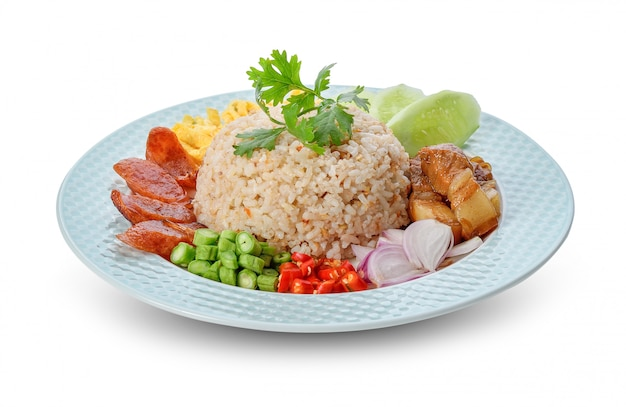 海老ペースト入りライス-タイの伝統料理 Premium写真