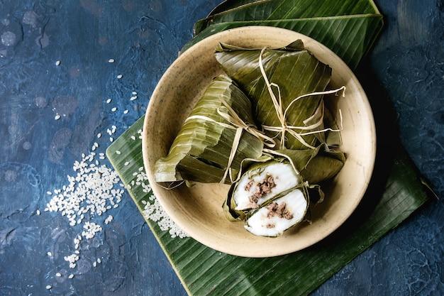 Rice piramidal dumplings Premium Photo