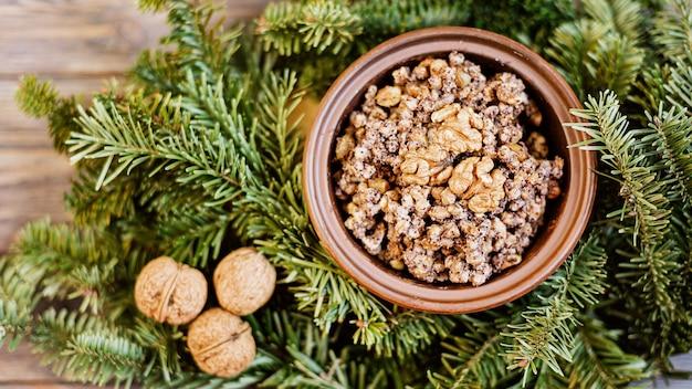 クティアのおridge伝統的なスラブの休日のクリスマス料理 Premium写真