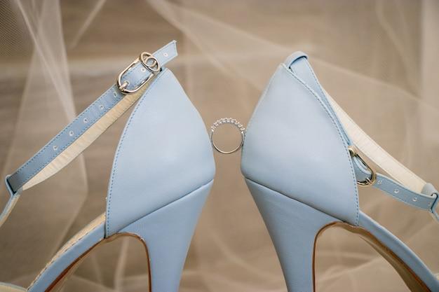 The ring between the heels Premium Photo
