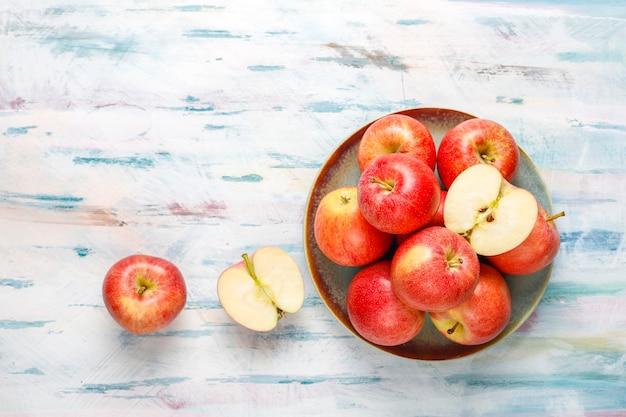 Mele rosse organiche squisite mature. Foto Gratuite