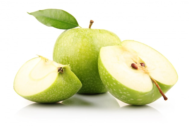 Ripe green apple with slices isolated Premium Photo