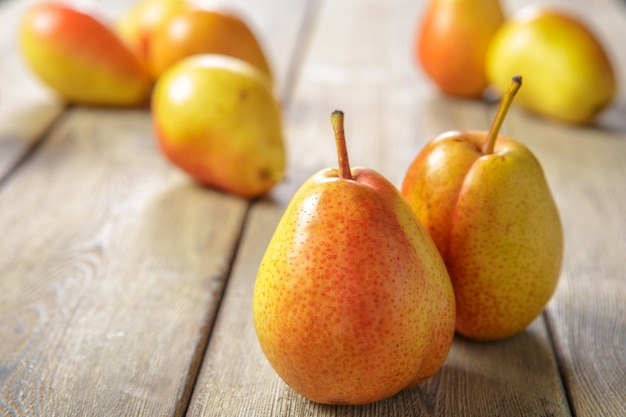 Ripe pears on rustic wooden table Premium Photo