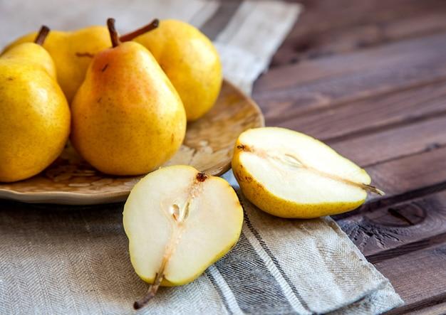 Ripe pears Premium Photo