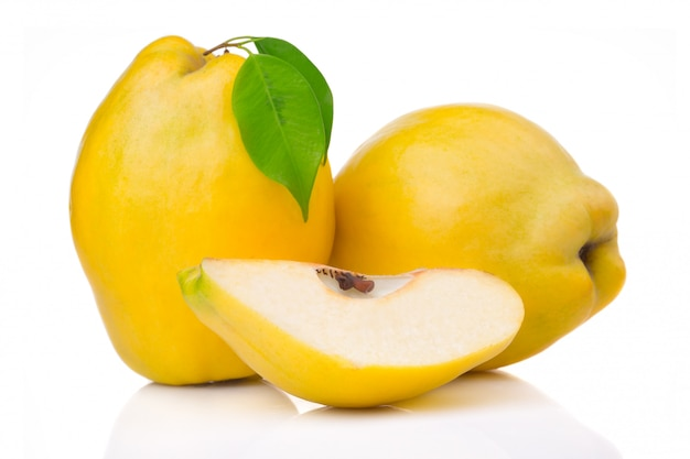 Ripe quince fruits with leaf and slice isolated Premium Photo